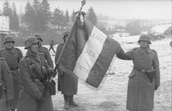 Russland-Mitte, Soldaten der französischen Legion, Fahne