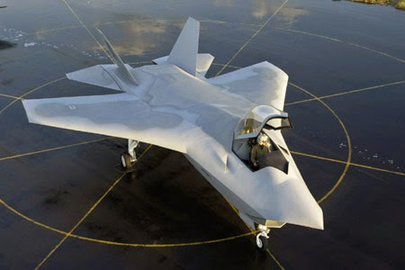 Boeing_JSF_X-32_on_tarmac (1)